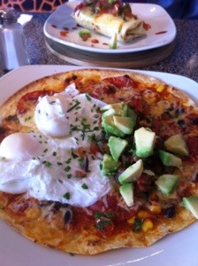 Huevous rancheros (brunch pizza)